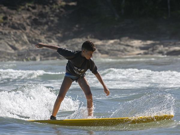 Surfing lesson for Child, level: beginner